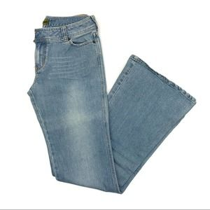 Hollister mid rise flare leg jeans - size 7